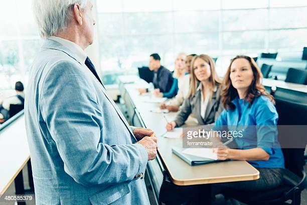 Enseignant enseignement étudiants adultes