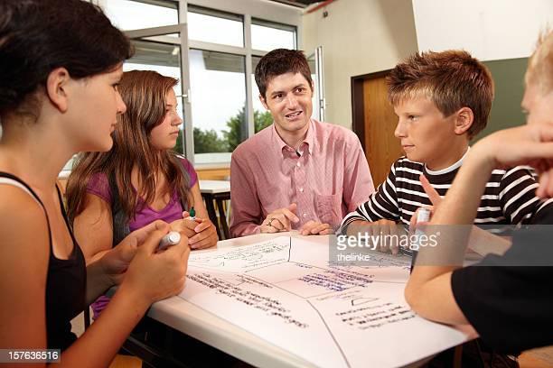 Professeur avec les élèves