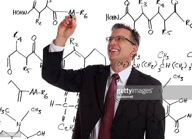Lehrer schreiben eine Chemie Problem