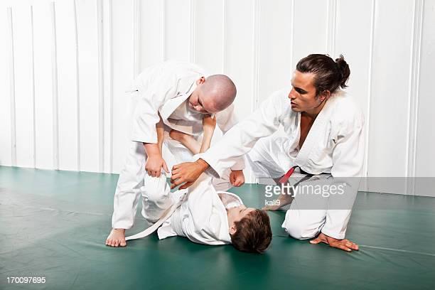 Enseñanza Jiu Jitsu abierto de posición de seguridad