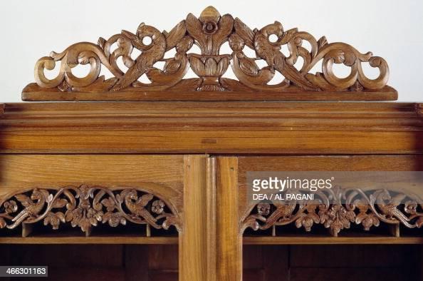 Trumeau photos et images de collection getty images for Colonial cornice