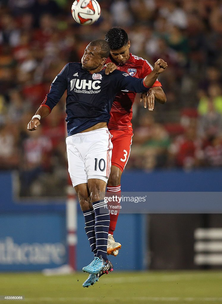 <a gi-track='captionPersonalityLinkClicked' href=/galleries/search?phrase=Teal+Bunbury&family=editorial&specificpeople=6588289 ng-click='$event.stopPropagation()'>Teal Bunbury</a> #10 of New England Revolution heads the ball in front of Moises Hernandez #3 of FC Dallas at Toyota Stadium on July 19, 2014 in Frisco, Texas.