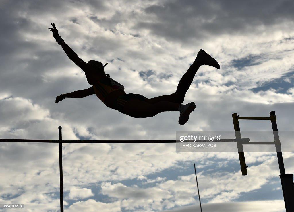 TOPSHOT - Team Australia member Liz Parnov of Australia competes in the Women's Pole Vault during the Nitro Athletics meet in Melbourne on February 11, 2017. / AFP PHOTO / Theo Karanikos / IMAGE