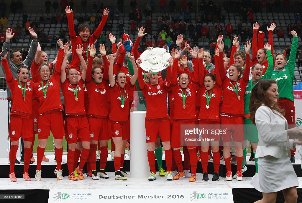 Team captain Melanie Behringer (C) and her teammates of Bayern Muenchen celebrate the German Championship victory after the women Bundesliga match between FC Bayern Muenchen and 1899 Hoffenheim at Stadion an der Gruenwalder Strasse on May 16, 2016 in Munich, Germany.