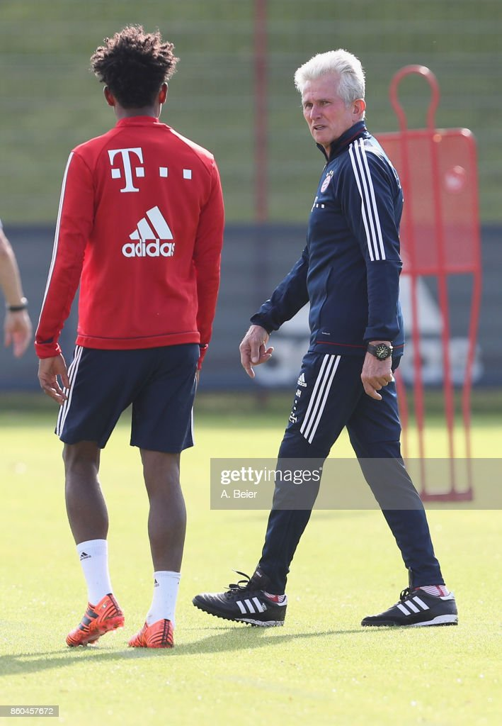 Team coach Jupp Heynckes (R) of FC Bayern Muenchen talks to David Alaba during a training session at the Saebener Strasse training ground on October 12, 2017 in Munich, Germany.