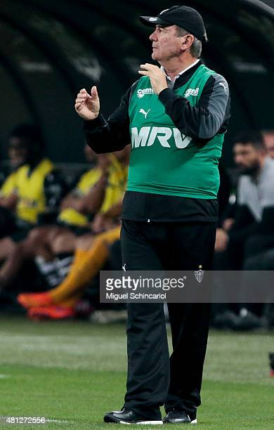 Team coach Levir Culpi of Atletico MG gestures during a match between Corinthians v Atletico MG of Brasileirao Series A 2015 at Arena Corinthians on...
