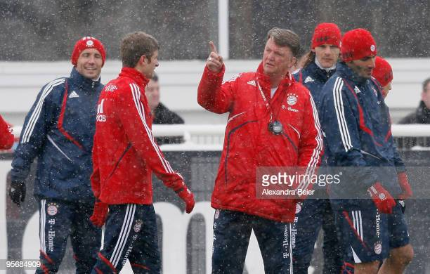 Team coach Louis van Gaal of FC Bayern Muenchen chats with Marc van Bommel Thomas Mueller Daniel van Buyten and Hamit Altintop during the team's...