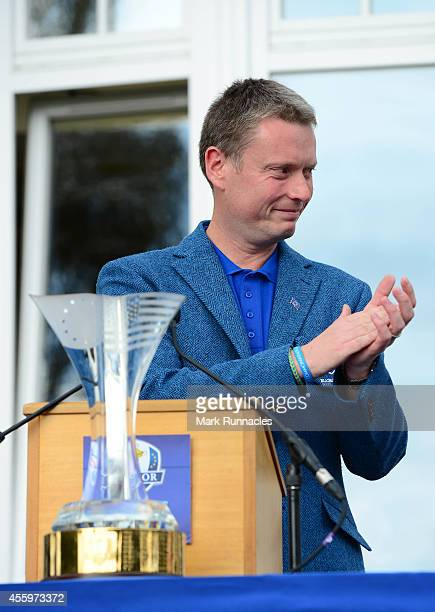 Team Europe Captain Stuart Wilson speaks during the closing ceremony of the 2014 Junior Ryder Cup at Blairgowrie Golf Club on September 23 2014 in...