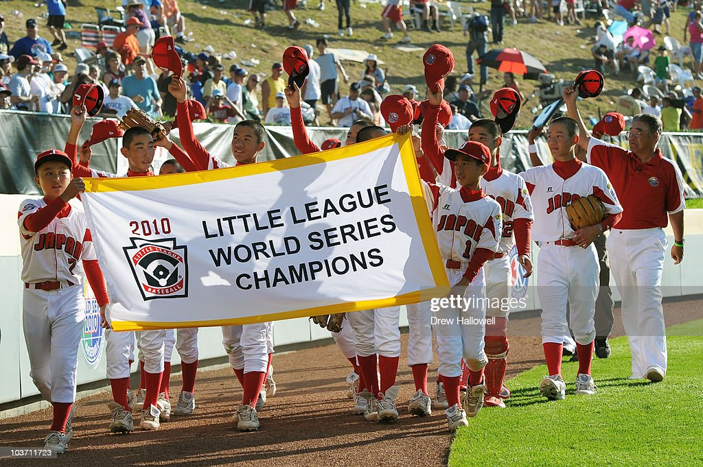 Team Japan rounds the ball park and wave to the crowd after their 4-1 victory over the United States to win the Little League World Series Championship on August 29, 2010 in South Willamsport, Pennsylvania.