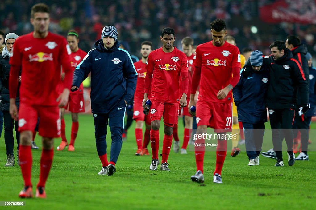 Team members of Leipzig look dejected after the second Bundesliga match between FC St. Pauli and RB Leipzig at Millerntor Stadium on February 12, 2016 in Hamburg, Germany.
