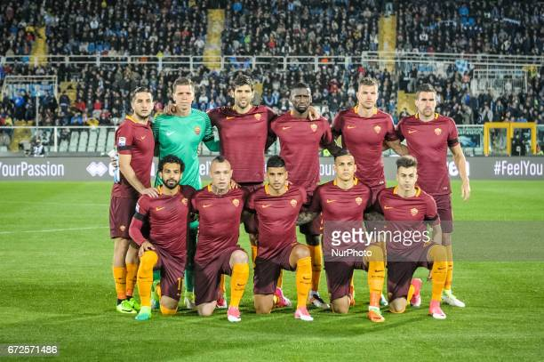 Team of AS Roma prior the Serie A match between Pescara Calcio and AS Roma at Adriatico Stadium on April 24 2017 in Pescara Italy
