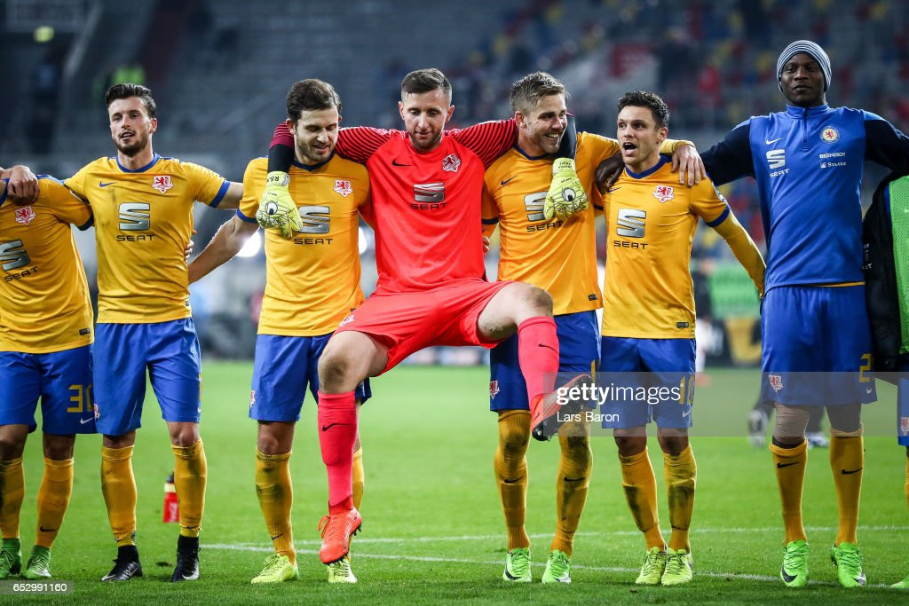 Team of Braunschweig celebrates after the Second Bundesliga match between Fortuna Duesseldorf and Eintracht Braunschweig at Esprit-Arena on March 13, 2017 in Duesseldorf, Germany.