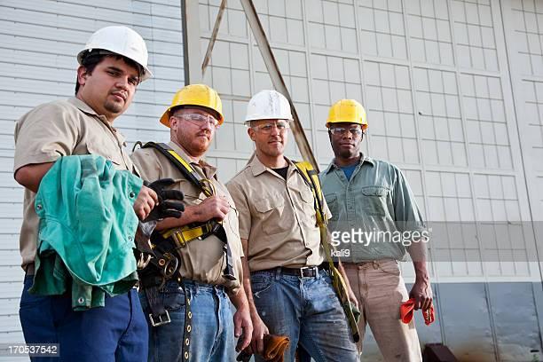 Team von Bauarbeitern und nutzt