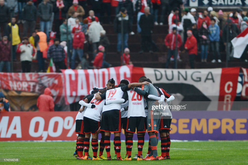 Team of Flamengo during the match between Flamengo and Internacional for the Brazilian Serie A 2013 on July 21, 2013 in Centenário Stadium in Porto Alegre, Caxias do Sul, Brazil