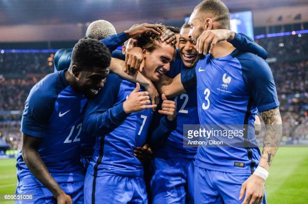Team of France celebrates a goal with Samuel Umtiti Antoine Griezmann Kylian Mbappe and Layvin Kurzawa of France during the friendly match France and...