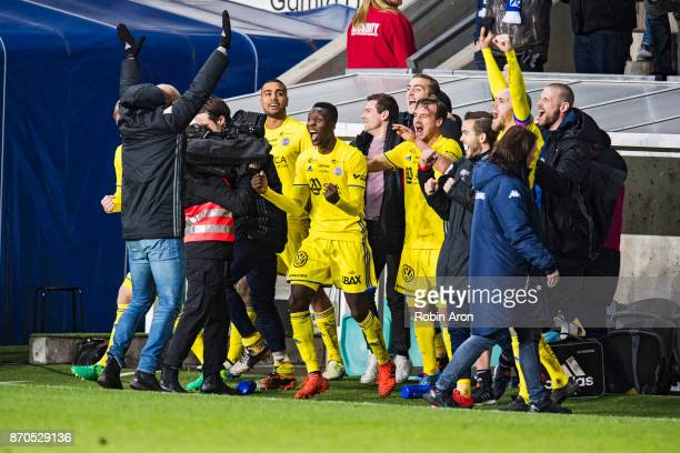 Team of GIF Sundsvall celebrates after the victory in the Allsvenskan match between IFK Goteborg and GIF Sundvall at Gamla Ullevi on November 5 2017...