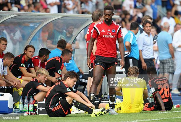 Team of Hamburger SV looks dejected during the First Round of DFBCup between FC Carl Zeiss Jena and Hamburger SV at ErnstAbbeSportfeld on August 09...