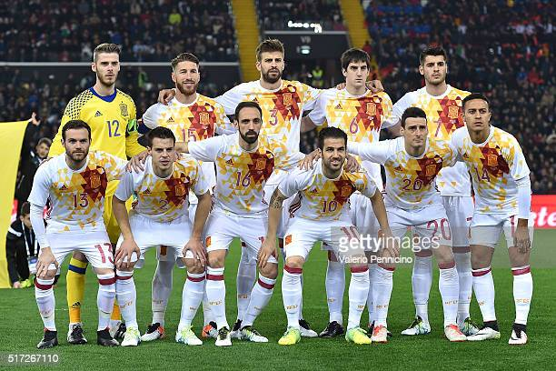 Team of Spain line up during the international friendly match between Italy and Spain at Stadio Friuli on March 24 2016 in Udine Italy