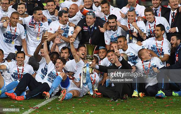 Team of SSC Napoli holds the trophy after winning the TIM Cup final match between ACF Fiorentina and SSC Napoli at Olimpico Stadium on May 3 2014 in...