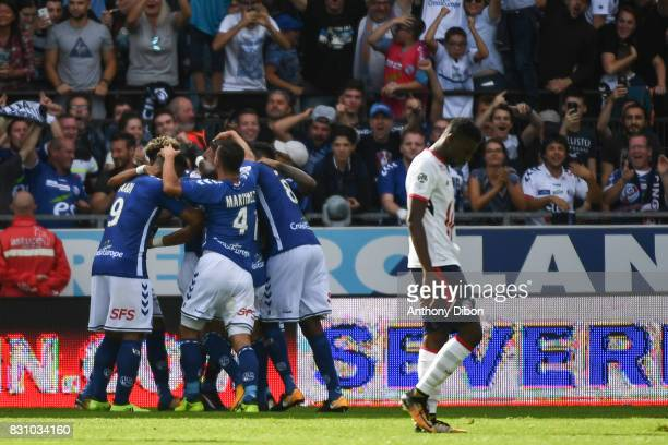 Team of Strasbourg celebrates the third goal during the Ligue 1 match between Racing Club Strasbourg and Lille OSC at Stade de la Meinau on August 13...