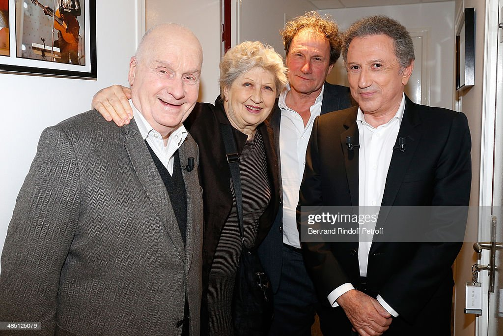 Team of the theater play 'Le Roi se meurt' actors Michel Bouquet with his wife Juliette Carre director of Theatre Hebertot Francis Lombrail and...
