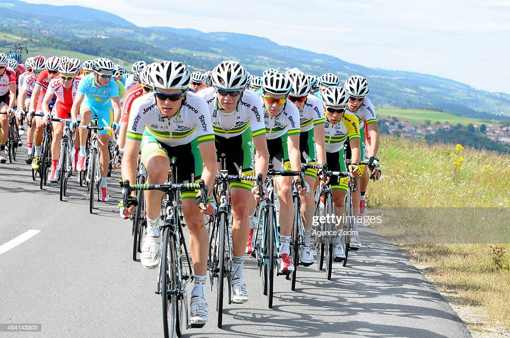 Team Orica-GreenEDGE rides during Stage Two of the Tour de l'Avenir on August 25, 2014 in Brioude, France.
