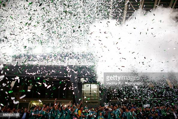 Team Panathinaikos celebrates with the trophy after winning the Greek Cup Final match between PAOK and Panathinaikos FC at the OAKA Stadium on April...
