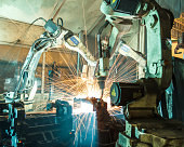 Team welding robots represent the movement in the automotive parts industry