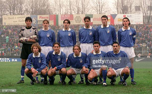 Team shot Italy prior to the Under 21 match played between Italy and Bulgaria at Paolo Mazza stadium on December 20 1995 in Ferrara Italy
