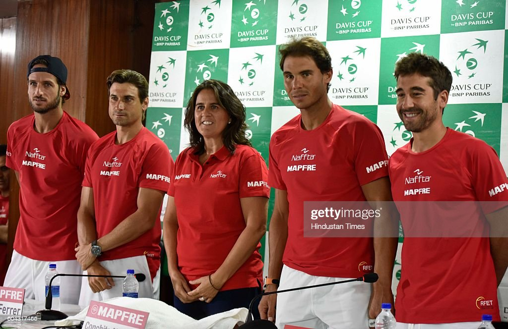 Indian And Spanish Davis Cup Teams Practice : Photo d'actualité