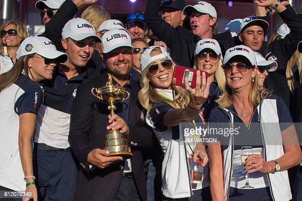 TOPSHOT Team USA celebrates winning the 41st Ryder Cup at Hazeltine National Golf Course in Chaska Minnesota October 2 2016 / AFP / JIM WATSON