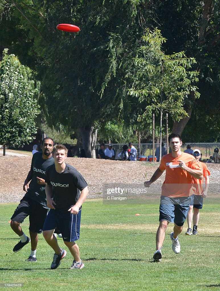 Team Yahoo and Silicon Valley Bank members play Ultimate Frisbee during the Founder Institute's Silicon Valley Sports League event on July 13, 2013 in Palo Alto, California.