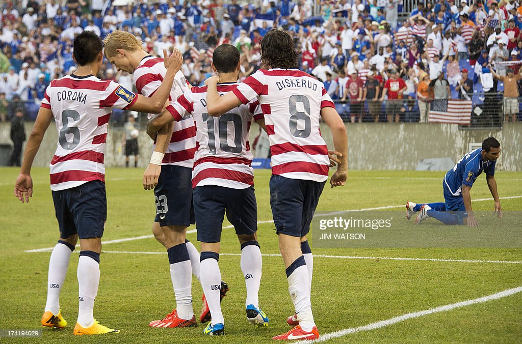 Teammates celebrates with Landon Donovan (C) of the US after he scored a goal in the second half during a CONCACAF quarterfinal match in Baltimore on July 21, 2013. AFP PHOTO/JIM WATSON