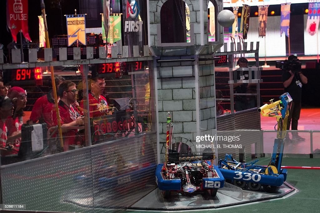 Teams compete during the FIRST Robotics Championships at the Dome at America's Center on April 30, 2016 in St. Louis, Missouri. Six hundred teams representing 10 countries compete over three days to determine the best constructed robots. Six hundred teams representing 10 countries compete over three days. / AFP / Michael B. Thomas