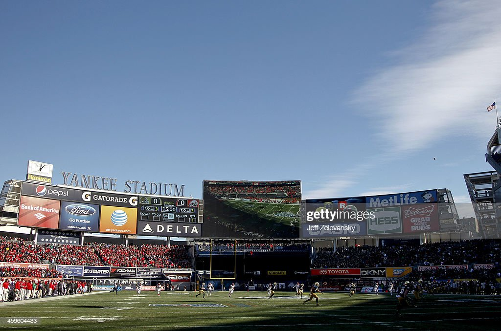 Teams face off during the New Era Pinstripe Bowl between the Notre Dame Fighting Irish and the Rutgers Scarlet Knights at Yankee Stadium on December 28, 2013 in the Bronx borough of New York City.