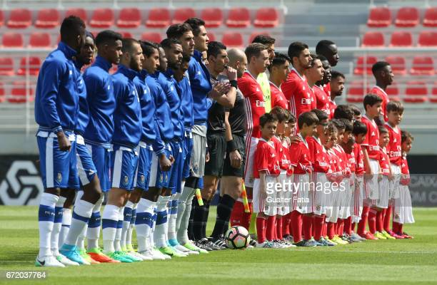 Teams in the pitch before the start of the Segunda Liga match between SL Benfica B and FC Porto B at Caixa Futebol Campus on April 23 2017 in Seixal...