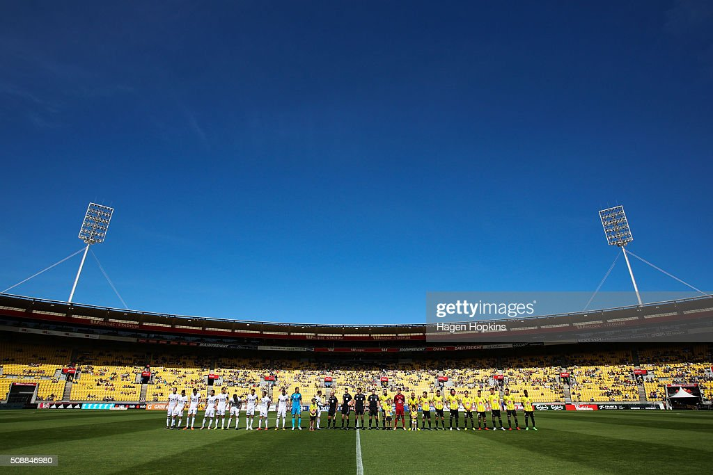 Teams line up prior to kick-off during the round 18 A-League match between Wellington Phoenix and Perth Glory at Westpac Stadium on February 7, 2016 in Wellington, New Zealand.