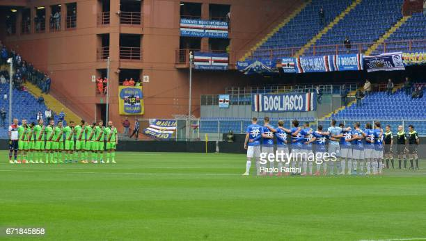 Teams observe a minutes silence for Italian cyclist Michele Scarponi during the Serie A match between UC Sampdoria and FC Crotone at Stadio Luigi...