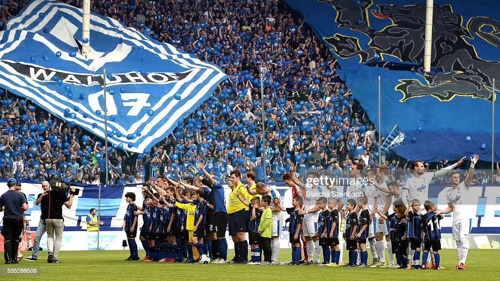 Teams of Mannheim and Lotte line up prior the 3. Liga playoff leg 2 match between Waldhof Mannheim and Sportfreunde Lotte at Carl-Benz-Stadion on May 29, 2016 in Lotte, Germany.