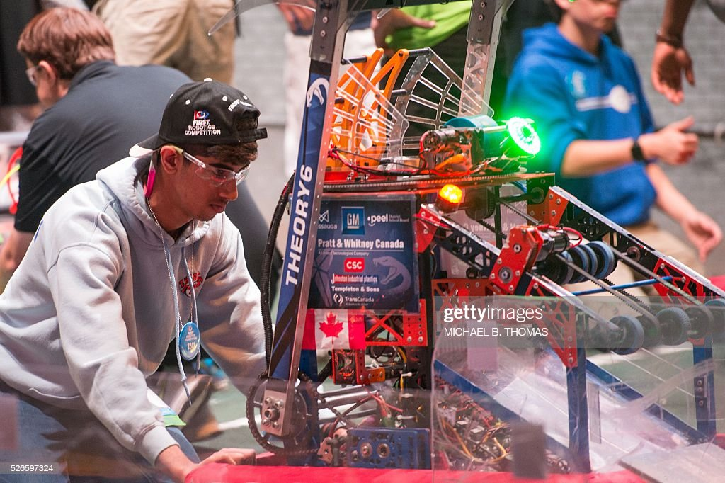 Teams repair their robots during the FIRST Robotics Championships on April 30, 2016 in St. Louis, Missouri. Six hundred teams representing 10 countries compete over three days. / AFP / Michael B. Thomas
