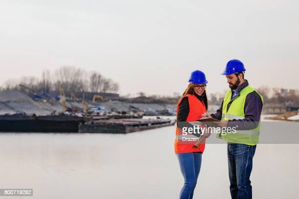 貨物コンテナーの貨物輸送業界におけるチームワーク