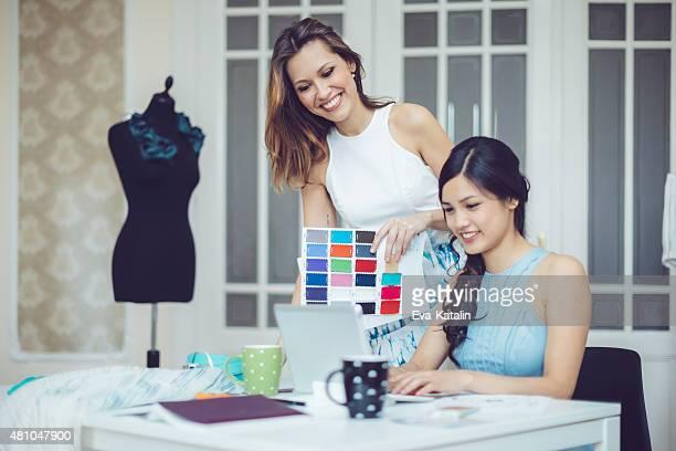 Travail d'équipe de créateurs de mode
