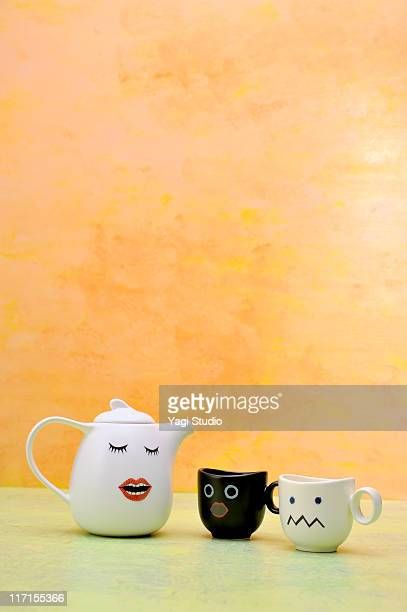 Teapot and two cups