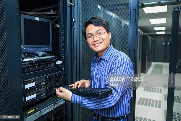Informaticien avec clavier