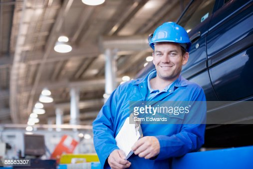 Technician working in auto shop : Stock Photo