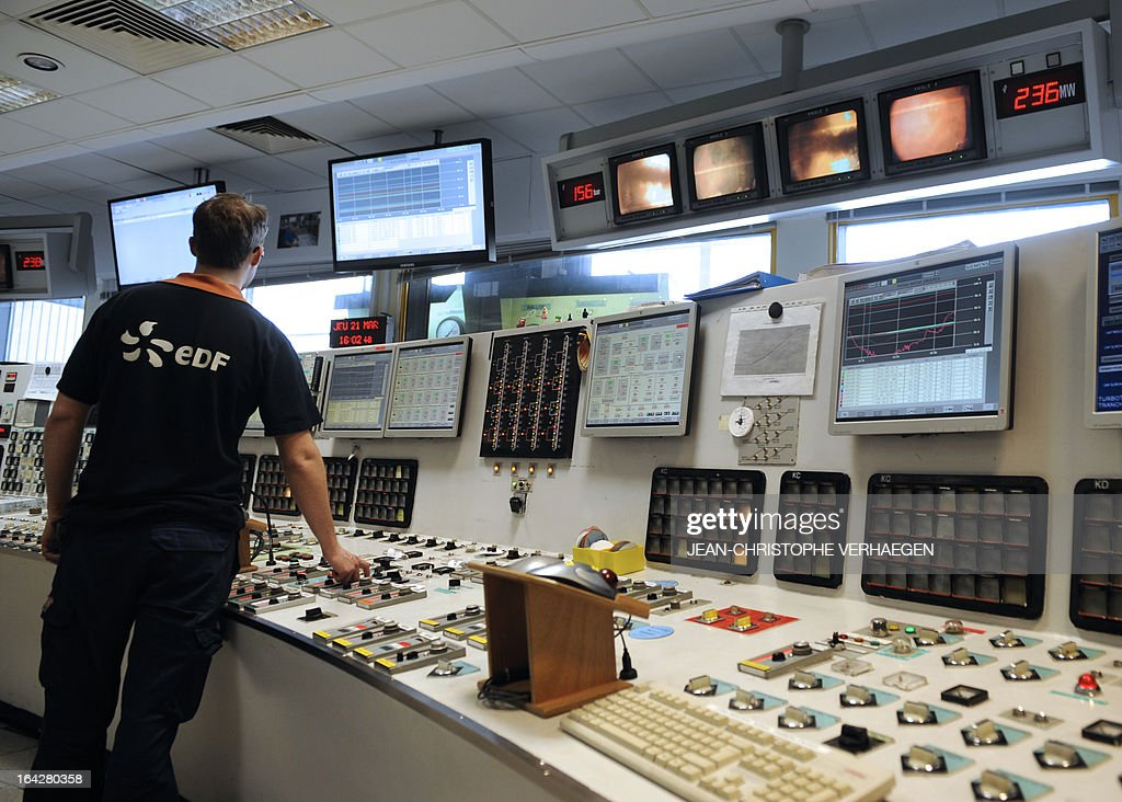 A technician works at the control station at the EDF coal-fired plant, on March 21, 2013 in Blenod-les-Pont-a-Mousson,eastern France. The EDF plant provides electricity with coal-fired in the CPT (thermal production plant) and gas in the CCG (Combined cycle gas). AFP PHOTO / JEAN-CHRISTOPHE VERHAEGEN
