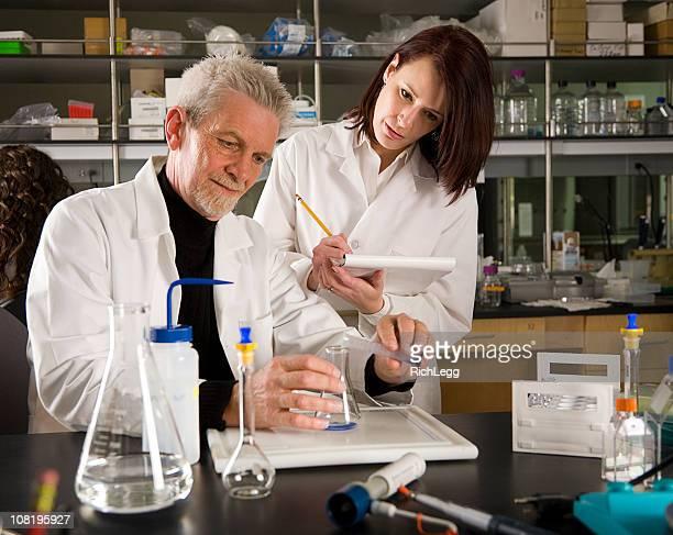 Techniker arbeiten in einem Labor