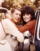 Ted Bessell as Donald Hollinger and Marlo Thomas as Anne Marie in the TV series 'That Girl' circa 1968