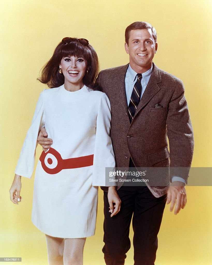 Ted Bessell as Donald Hollinger and Marlo Thomas as Anne Marie in the TV series 'That Girl' circa 1967