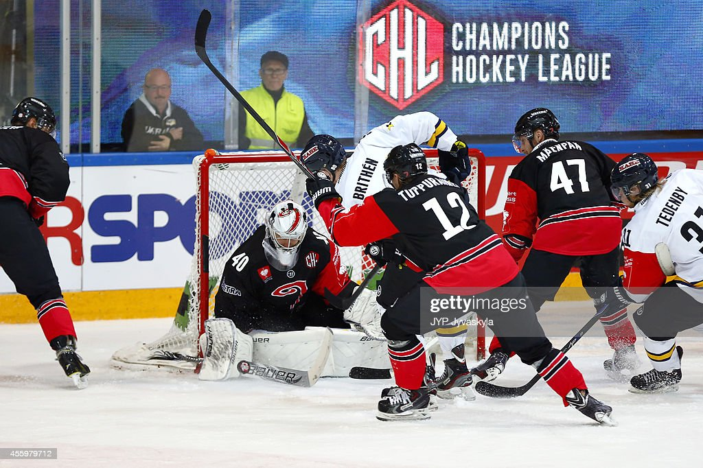 Ted Brithen of HV71 scores the tying goal 3-3 during the Champions ...